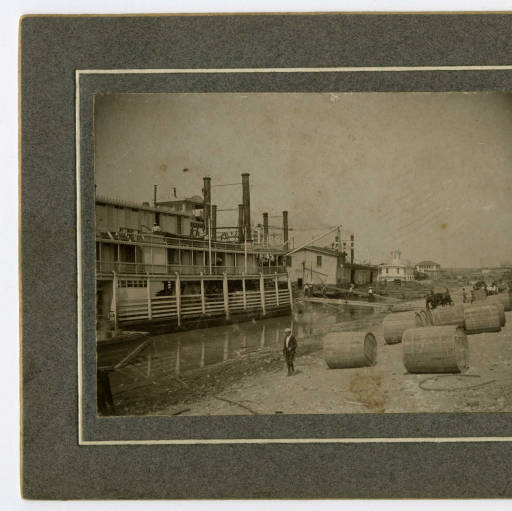 Steamboats on Louisville Warf